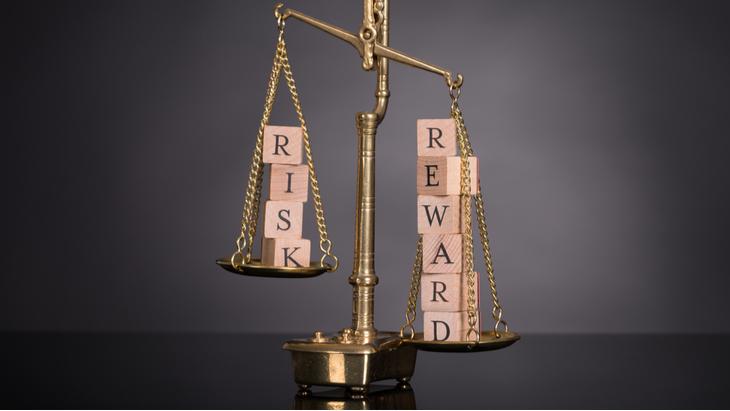 acheter des actions illustration balance risk reward