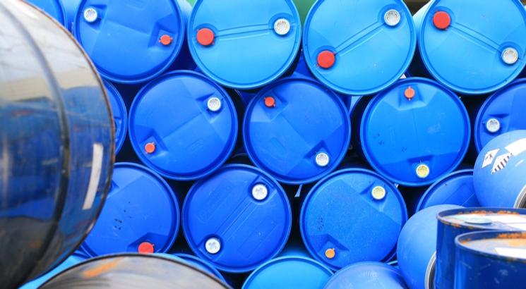 action petrole bourse - action shell - illustration barils petrole